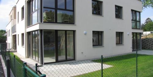 passivhaus-am-giesshuebl-nordostansicht-mit-garten